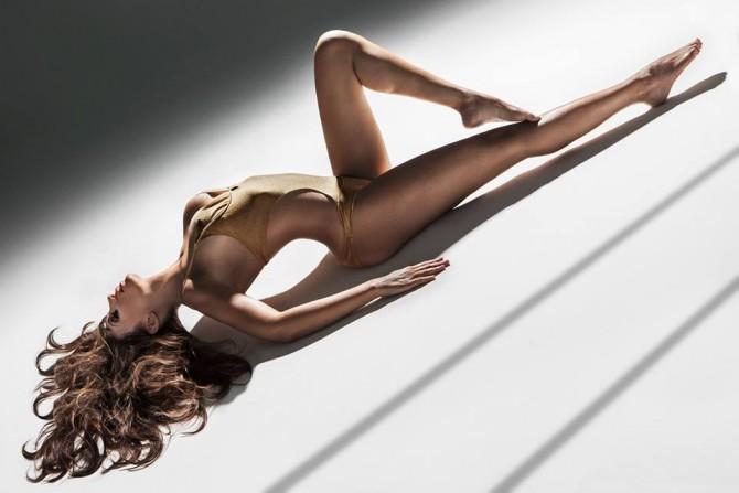 Roberta Mancino – Flying Supermodel